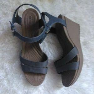 Shoes - Crocs new size 8
